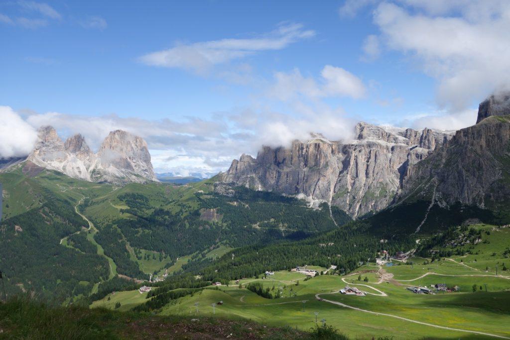 Passo Pordoi è una Località del Trentino Ideale per le Escursioni sulle Dolomiti