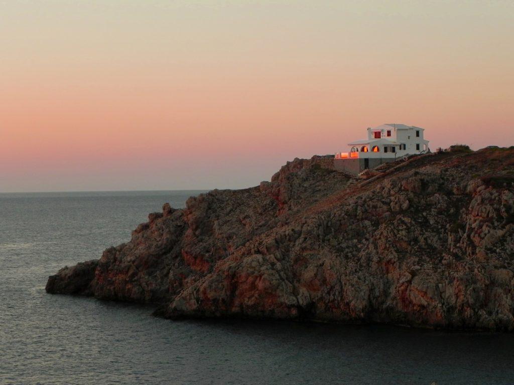 Una casa sulla scogliera di Minorca Isole Baleari