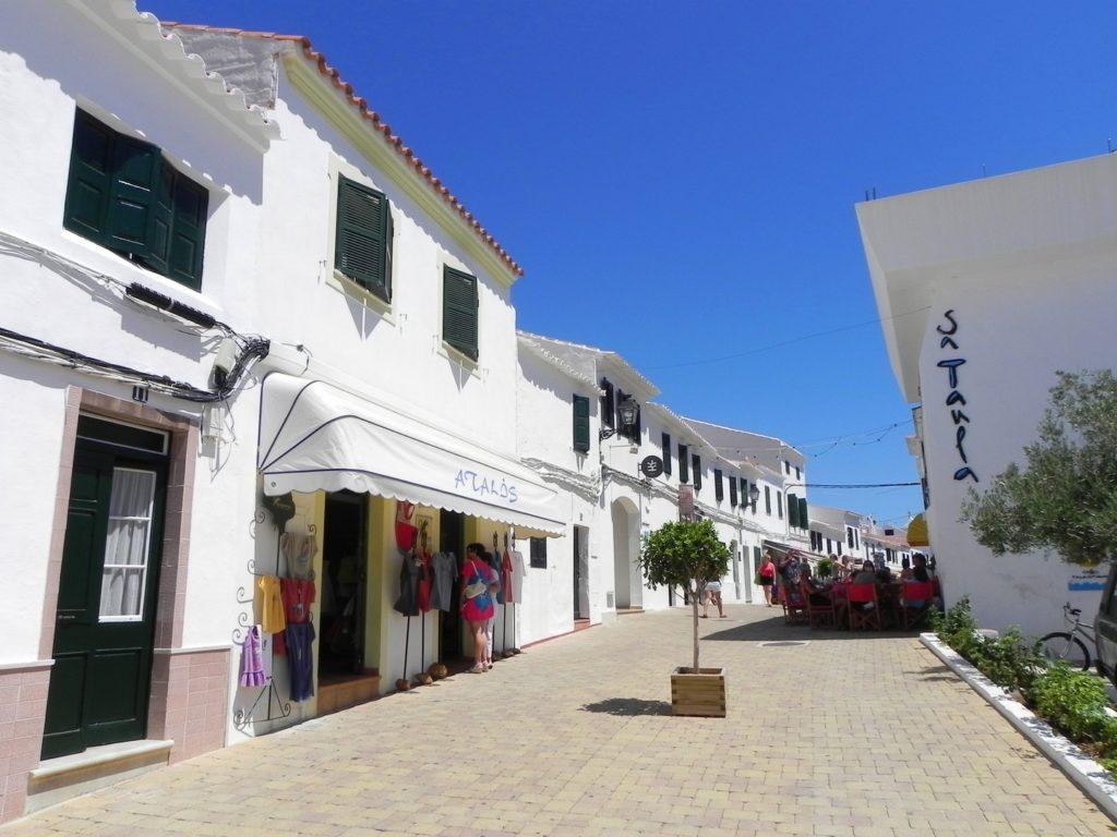 Un villaggio della costa nord di Minorca