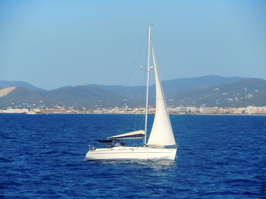 Foto lungo la costa della città di Ibiza