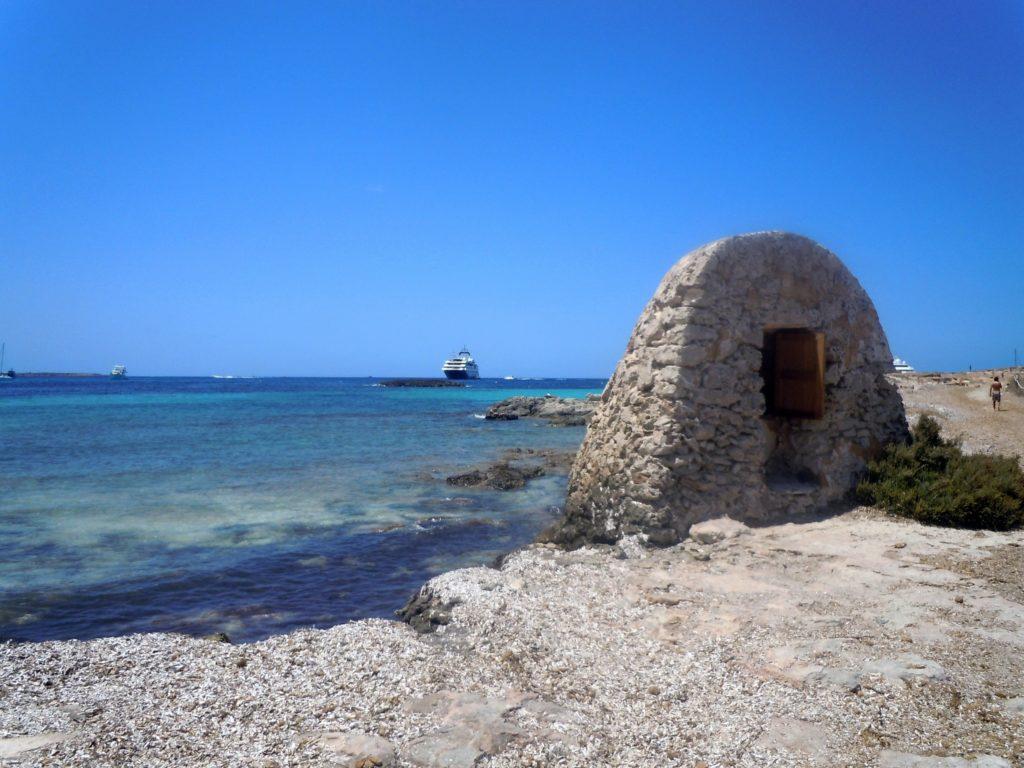 Foto lungo una spiaggia di Formentera
