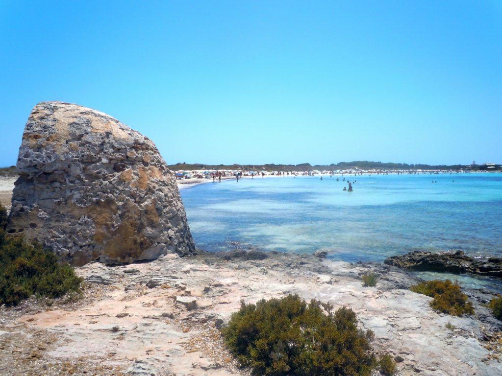 Foto di un mare azzurro cristallino di Ibiza