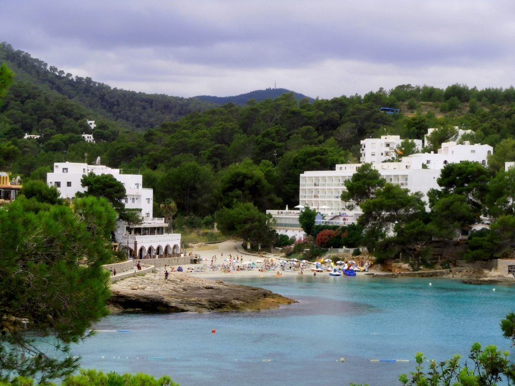 Foto che riprende una bella caletta delle Baleari