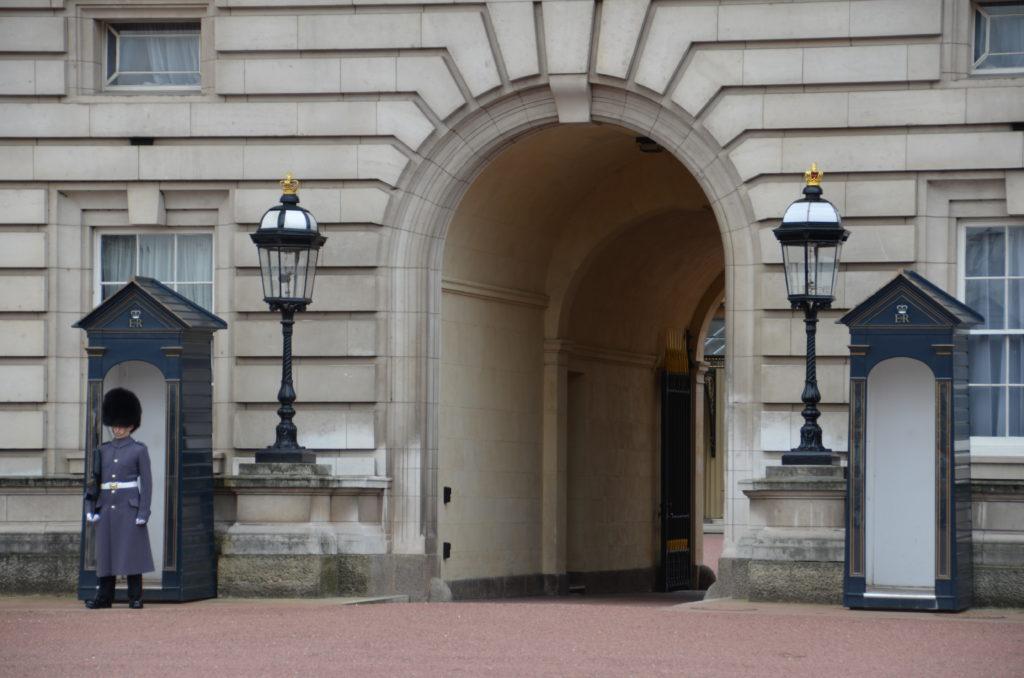 Buckingham Palace  è la residenza ufficiale della sovrana del Regno Unito