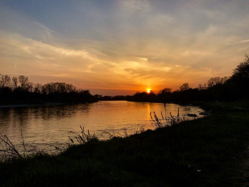 Foto di un tramonto a Pavia