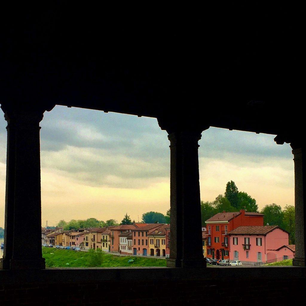 Foto del borgo ticino dalla visuale del Ponte Vecchio di Pavia