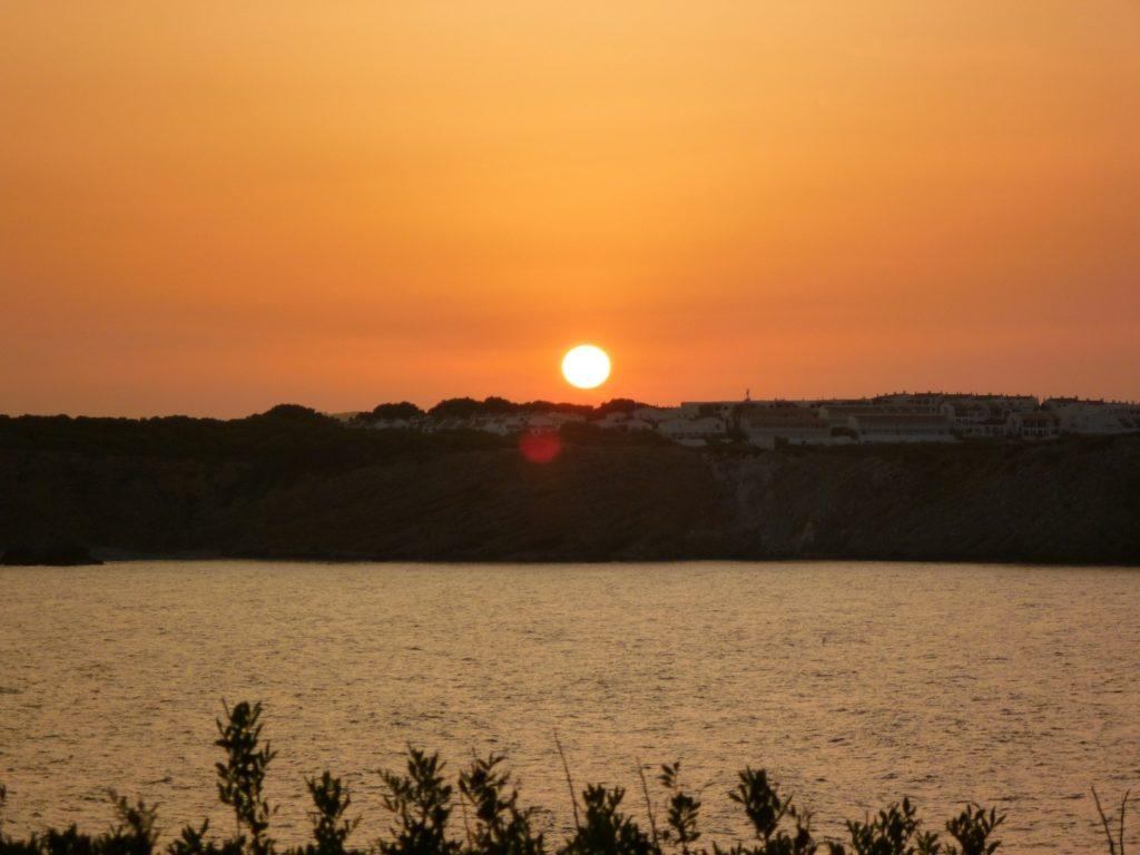Un immagine di un tramonto di fronte ad Arenal D'en castel - Baleari Spagna