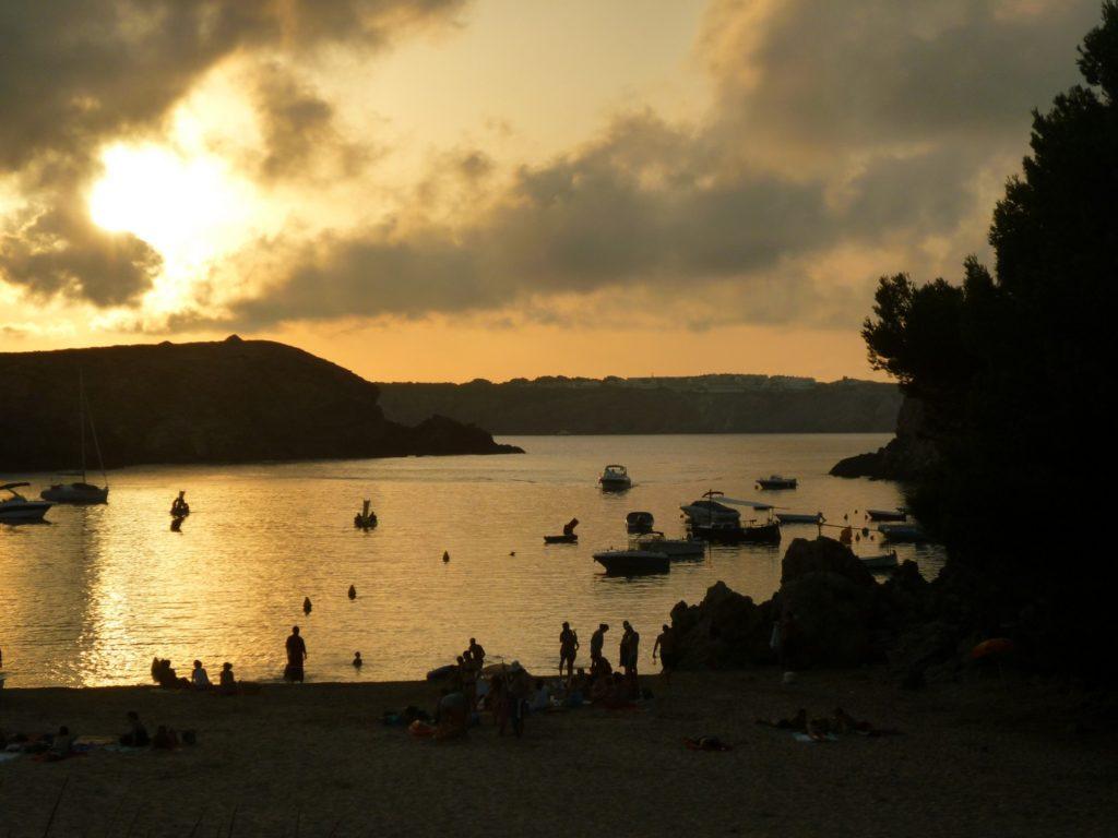 Foto di un tramonto in una spiaggia di Menorca