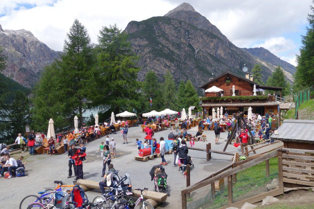 Il rifugio Alpisella si trova a Livigno,aperto nel periodo estivo e ideale per trascorrere momenti rilassanti con la famiglia
