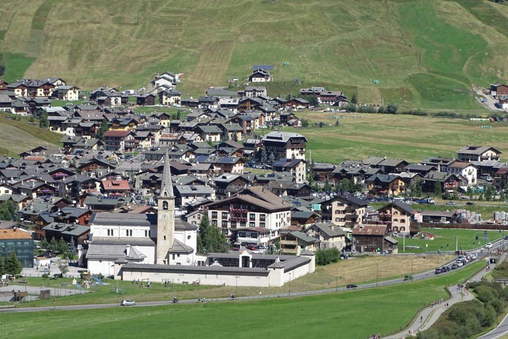 Livigno il paradiso di dello shopping -  Località conosciuta per le piste da sci ed escursioni