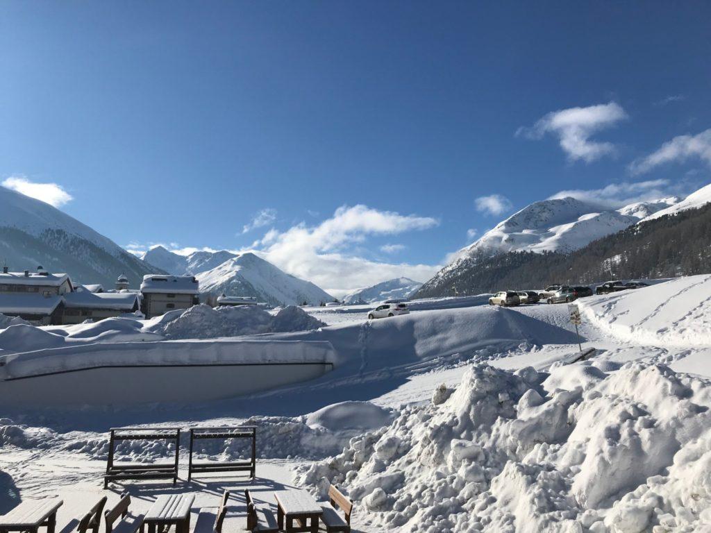 Foto con la neve di Livigno -  meravigliosa località sciistica sulle Alpi italiane,
